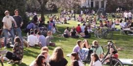Veel volk, maar amper mondmaskers in Gentse parken