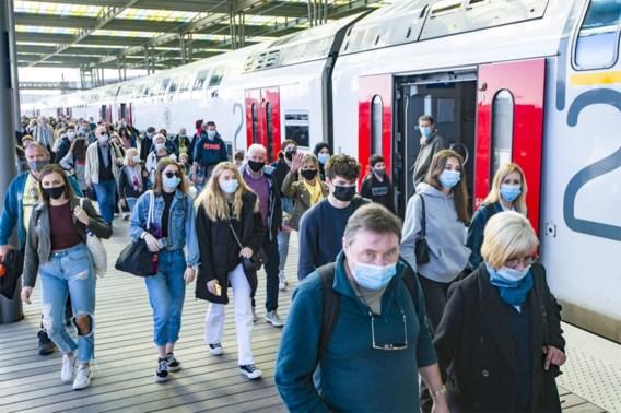 Ceo NMBS dreigt treinverkeer naar kust stop te zetten, maar regering houdt vast aan raammaatregel