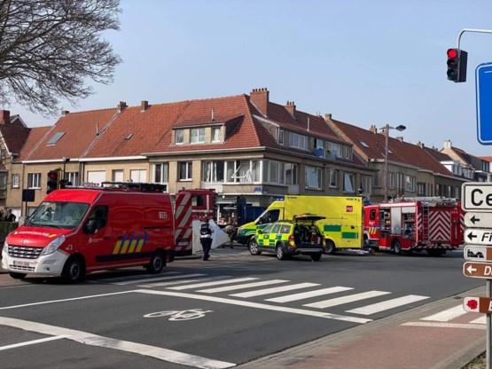 Meisje (12) sterft nadat ze tijdens fietstocht met broer onder vrachtwagen terechtkomt