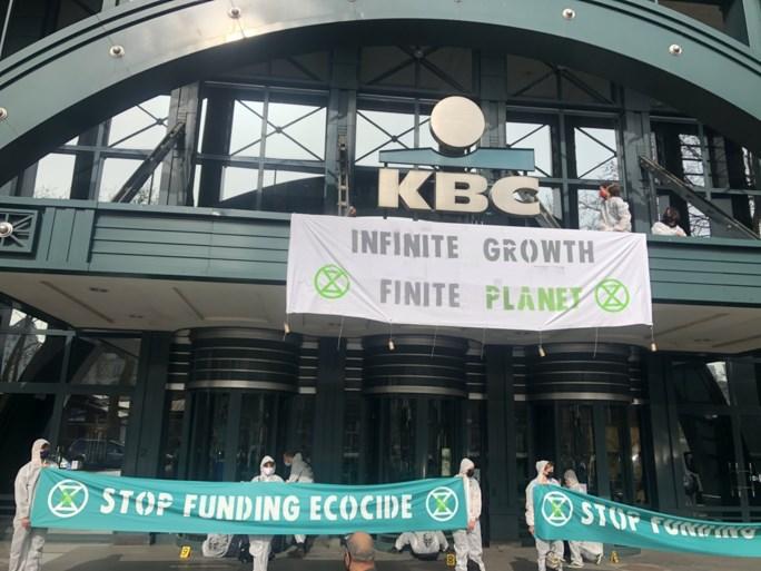 Extinction Rebellion bezet Brusselse hoofdkantoren KBC en BNP Paribas Fortis