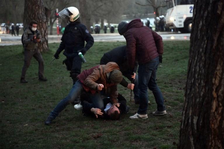 Elf arrestaties na nieuwe bijeenkomst in Ter Kamerenbos
