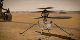 Minihelikopter Ingenuity staat op Marsoppervlak