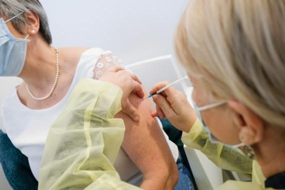 Overzicht vaccinaties | Anderhalf miljoen Belgen kregen al een coronaprik toegediend