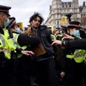 Meer dan honderd Engelsen opgepakt bij betogingen tegen nieuwe politiewet