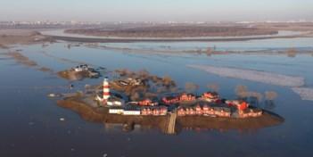 Hevige overstroming transformeert dorpen in eilandjes