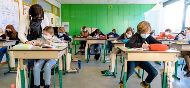 Scholen heropenen, maar niet op volle kracht