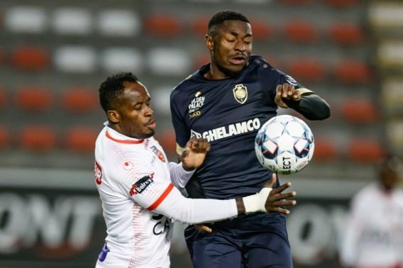 Antwerp verzekert zich met tien man van Play-off 1 na felbevochten zege op Moeskroen