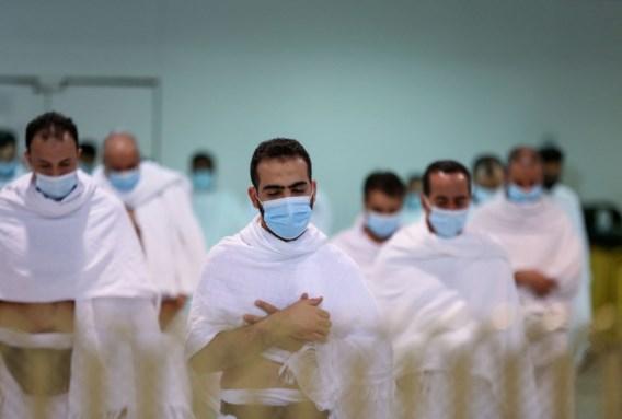 Immune bedevaartgangers luiden in Mekka begin ramadan in