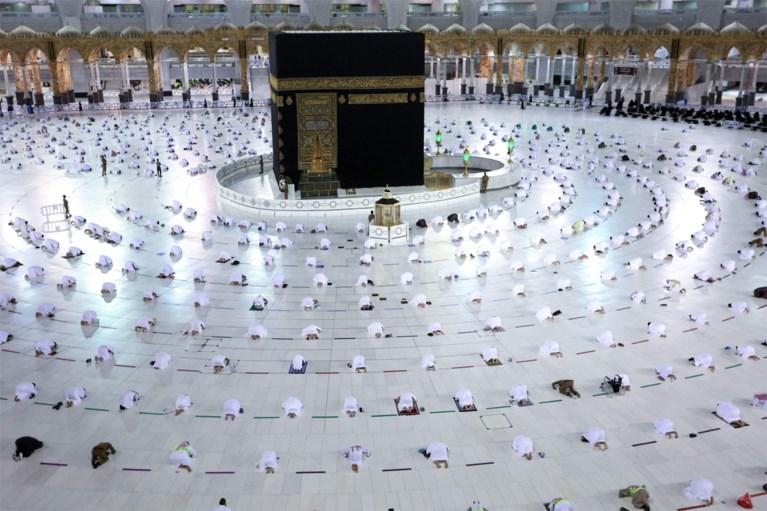Peregrinos imunes começam o Ramadã em Makkah