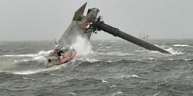 Beelden tonen gekapseisd schip voor kust Louisiana: een dode en twaalf vermisten