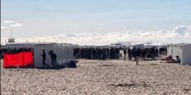 Jongeren troepen samen op strand van Knokke-Heist: 'Liever hier dan thuis'