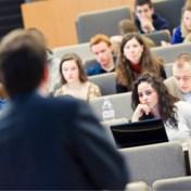 'Wat geldt voor anderstalige arbeider, geldt ook voor professor'