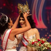 Mrs World geeft vrijwillig kroon af na heisa met Mrs Sri Lanka
