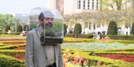 Brusselaar gaat de wereld rond met kunstproject en 'alternatief mondmasker'