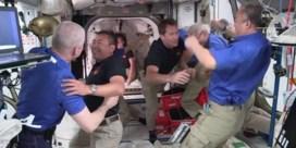 Astronauten warm onthaald na ruimtereis met 'gerecycleerde raket'