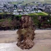 Huizen staan gevaarlijk dicht bij klifrand na aardverschuiving