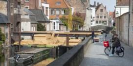 Bouw Brugs paviljoen alweer stilgelegd na klacht van buurtbewoner