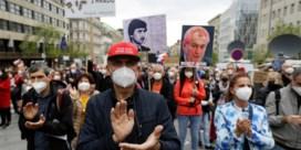 Duizenden mensen betogen in Praag tegen Tsjechische president