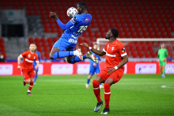 Antwerp verliest tweede plaats aan Genk, dat op de valreep revanche pakt