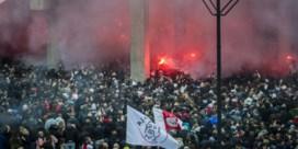 Verontwaardiging nadat 12.000 Ajax-fans overwinning vieren voor stadion