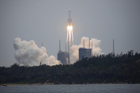 Chinese raket ongecontroleerd op weg naar de aarde