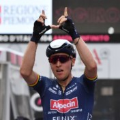 Belg Tim Merlier wint eerste massasprint in Giro en eert Wouter Weylandt