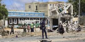 Zeker zes doden bij zelfmoordaanslag op politiebureau in Mogadishu