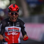 Caleb Ewan wint vijfde rit van Giro in massaspurt