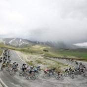 Niet Remco Evenepoel, maar Hongaar Attila Valter in het roze na etappe die Gino Mäder wint