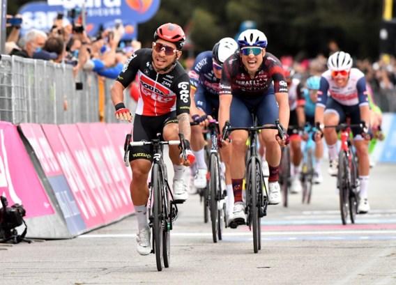 Caleb Ewan wint zevende etappe Giro, Tim Merlier strandt op plek drie