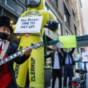 Miljonairs protesteren aan voordeur Bezos voor méér belastingen