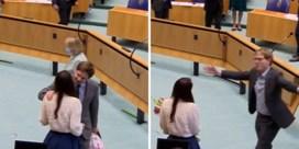 Zoenende Kamerleden in Nederland berispt na negeren coronamaatregelen