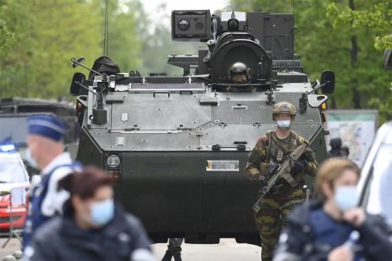 Met 400 op zoek naar een sluipschutter en expert in camouflage