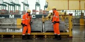 'Zwanst na nie': Stefaan Degand en Peter Van Den Begin wijzen havenarbeiders op gevaren op kaaien