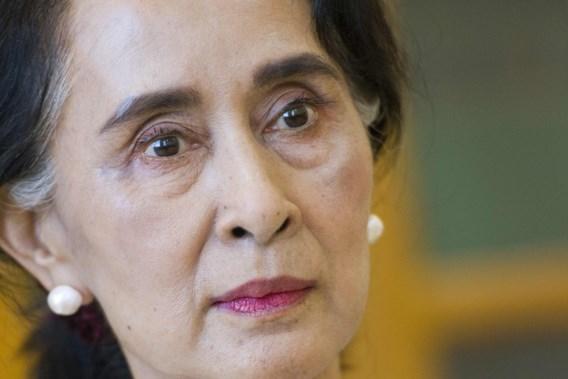 Aung San Suu Kyi in persoon voor rechter verschenen
