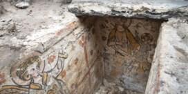 Versierde Brugse grafkelder ziet na zes eeuwen weer het licht