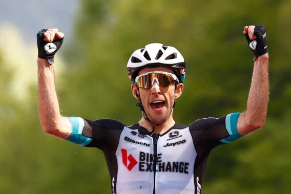 Simon Yates wint etappe, Bernal beperkt schade