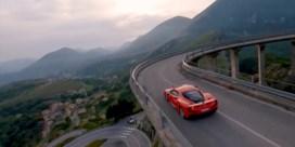 Italiaan vestigt snelheidsrecord op weg vol haarspeldbochten