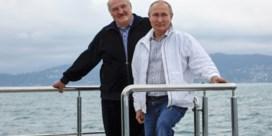 Poetin helpt Loekasjenko uit eigenbelang uit de nood