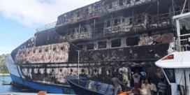 Ferry met 275 opvarenden brandt helemaal uit in Indonesië