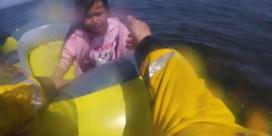 Strandwachters redden kind in afgedreven bootje voor kust van Wales