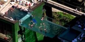 Londenaars nemen eerste duik in 'zwevend' zwembad