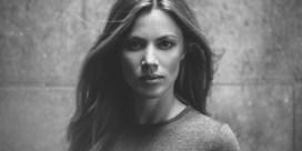 De stijlgeheimen van Elise Caluwaerts: 'Sinds de start van de pandemie, staat mijn hoofd helemaal niet naar shoppen'