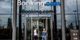 Booking betaalt staatssteun terug na commotie om bonussen