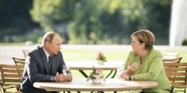 Niemand heeft Merkel zo laten afzien als Poetin