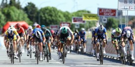 Tim Merlier na fotofinish de snelste in Elfstedenronde, Mark Cavendish komt net tekort