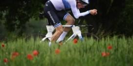Europees kampioen Stefan Küng wint openingstijdrit in Ronde van Zwitserland, Florian Vermeersch finisht achtste