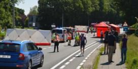 Wielertoerist ziet twee kameraden sterven onder wagen