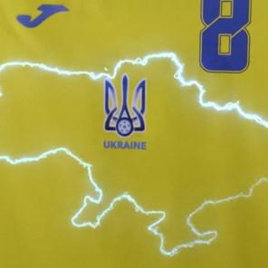 Rusland klaagt bij Uefa over 'politiek' shirt Oekraïense selectie