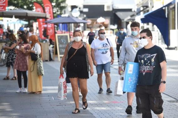 Steden laten mondmaskerplicht in straatbeeld voorzichtig los